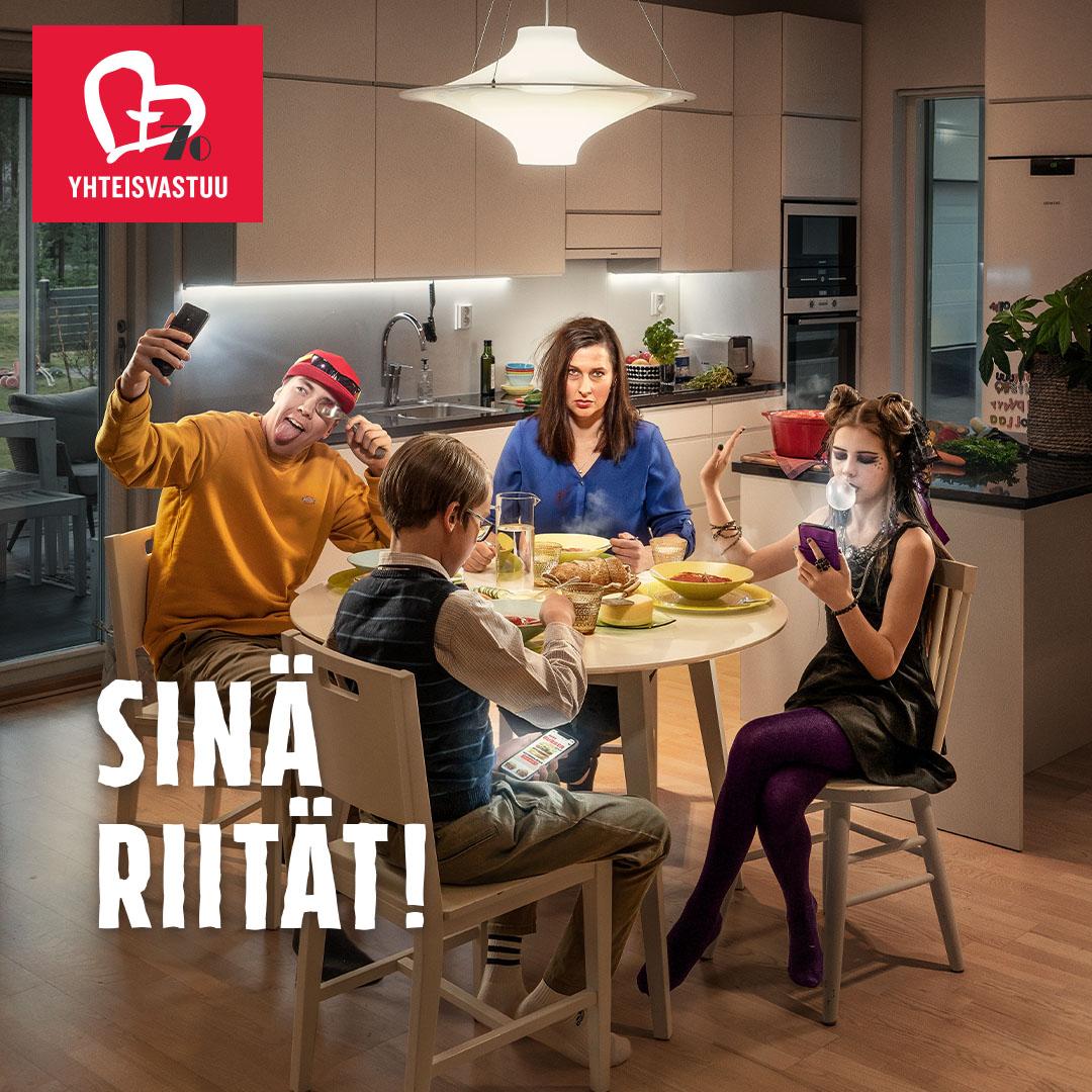 Väsynyt äiti ja lapset keittiön pöydän ääressä, Yhteisvastuukeräyksen kuvitus